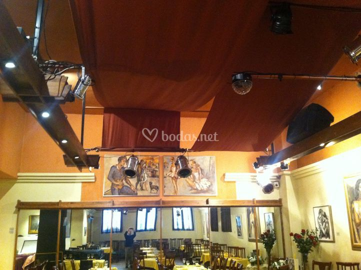 Equipos de audio y luces de restaurante la castafiore foto 3 for Equipos restaurante