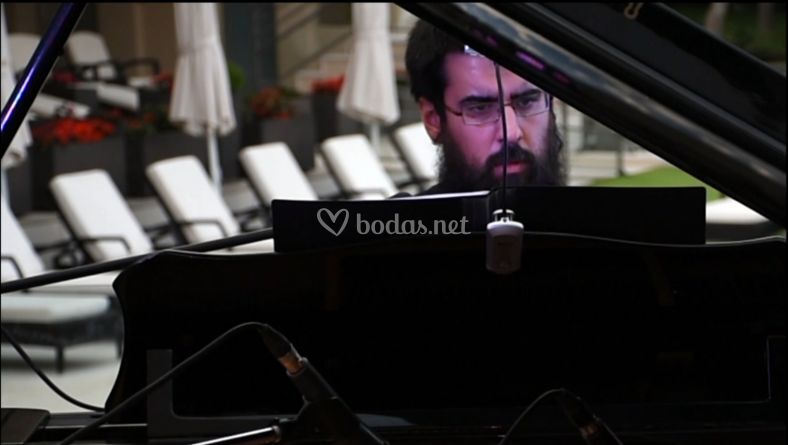 Antonio al piano