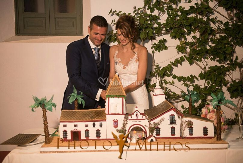 Laurie y víctor wedding cake