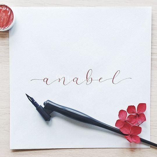 Caligrafía en rojo metalizado