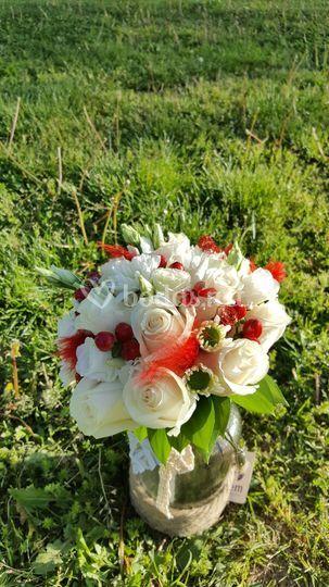 Ramo con flores y decoracion