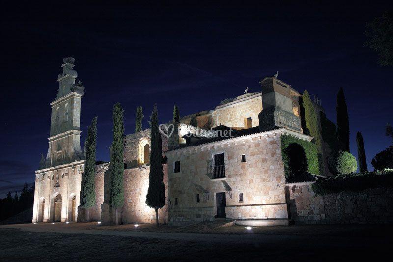 Fachada principal del monasterio