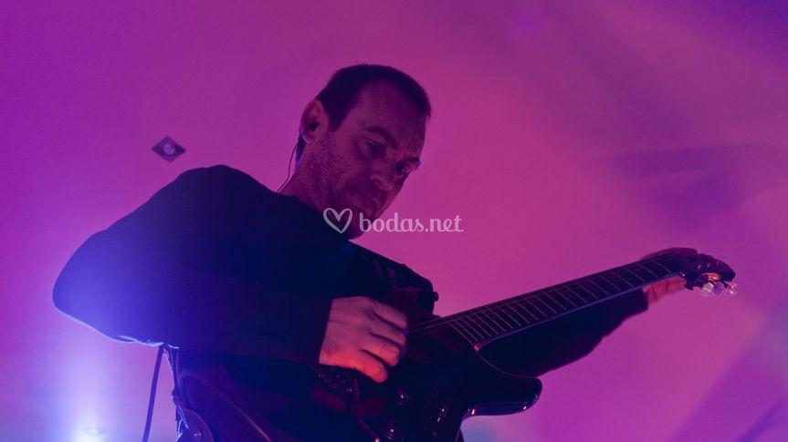 Tony - guitarra