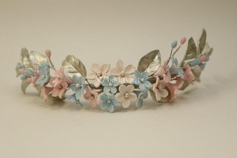 Tiara de flores de porcelana