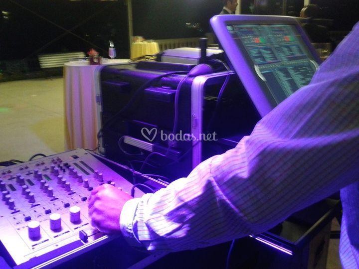 DJ amenizando