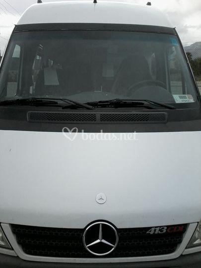 Parte frontal del minibus