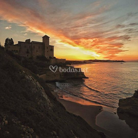 Castell de Tamarit al atardecer