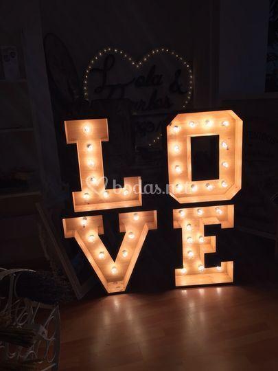 LOVE con luz
