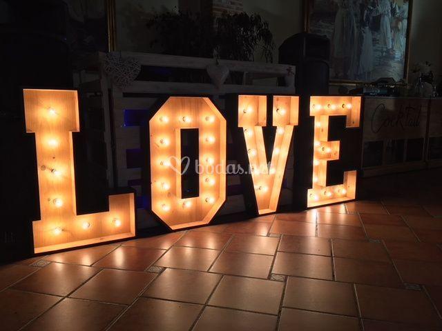 Love iluminado madera