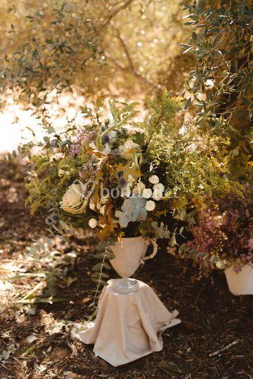 Arreglo floral sobre copa