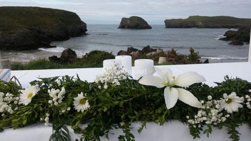Altar de boda civil en el acantilado