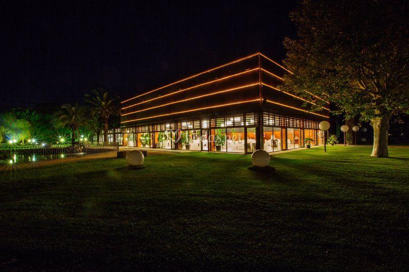 Salón Lago de noche