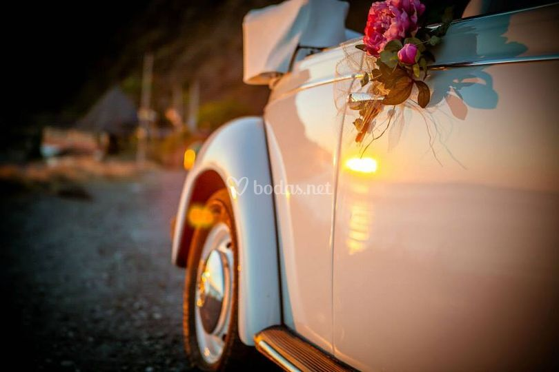 Escarabajo boda con flores
