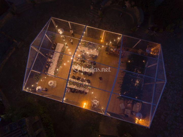 Foto aérea pabellón transparente