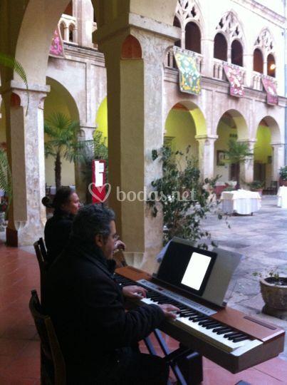 Cóctel en monasterio