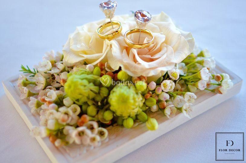 Cajita decorada para anillos