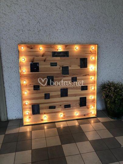Seating plan de madera luminoso