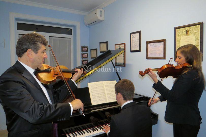 Trío con dos violines y piano