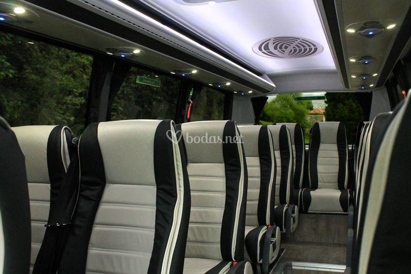 Interior del microbús, 20 plazas