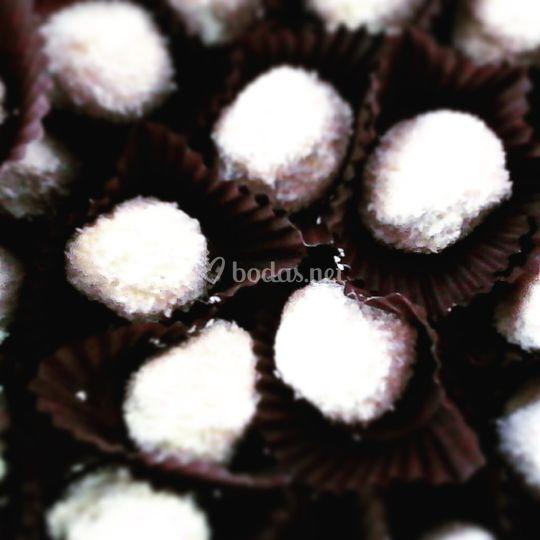 Trufas blancas cubiertas de coco