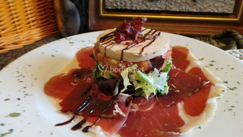 Ensalada de foie y jamón