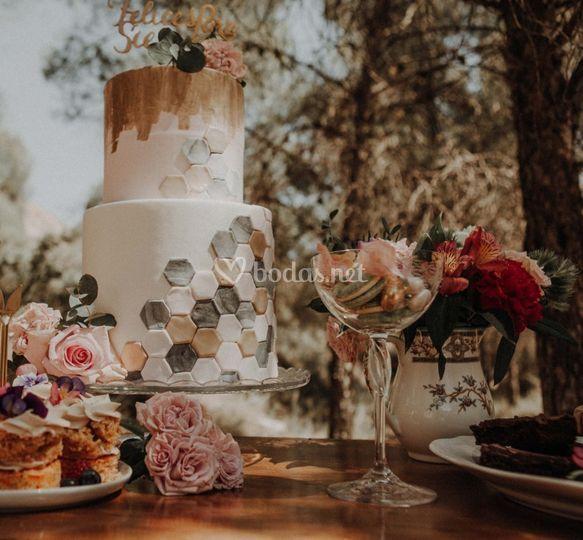 Tarta y mesa dulce