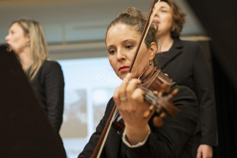 Orquesta y cantantes