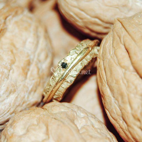 Anillo de compromiso, oro y gema