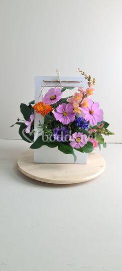Arreglo de flores silvestres.