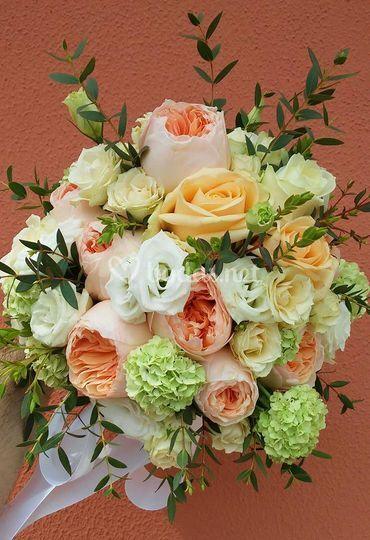 Ramo de rosas austin