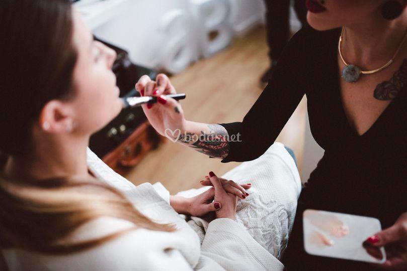 Aplicación de la base de maquillaje