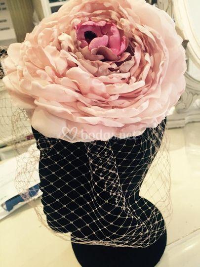 Tocado en forma de rosa