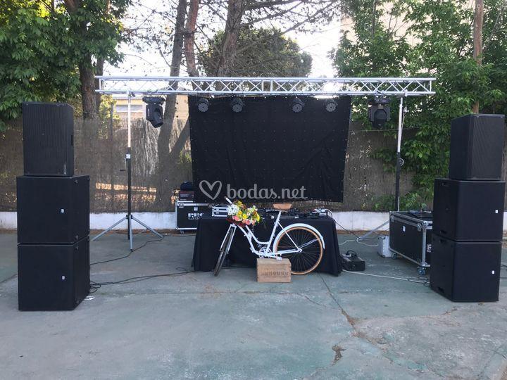 Cabina DJ con Bici Vintage