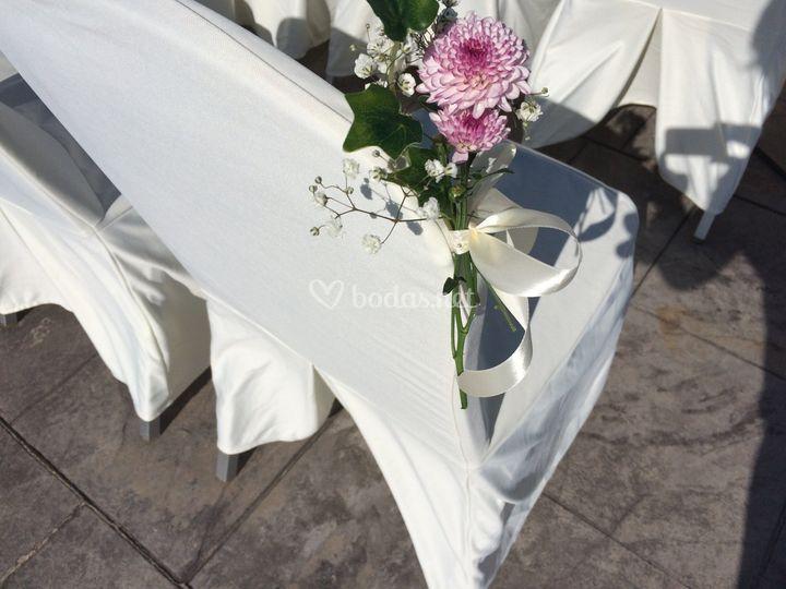 Detalle floral en las butacas