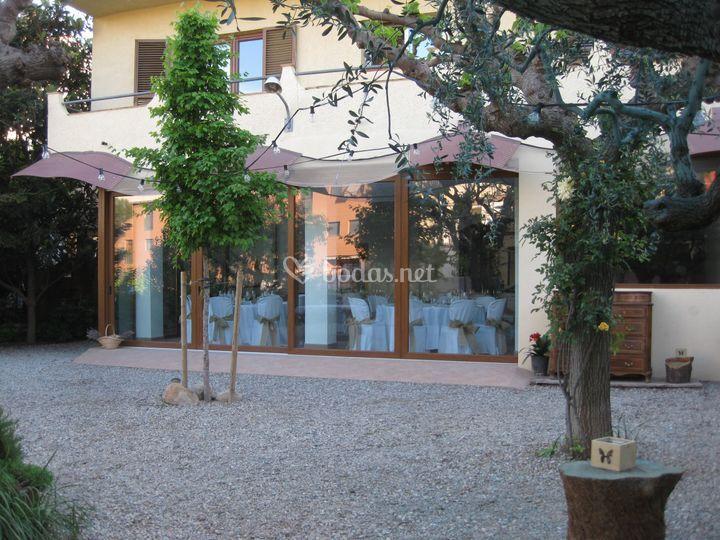 Vista del salón desde el jardín