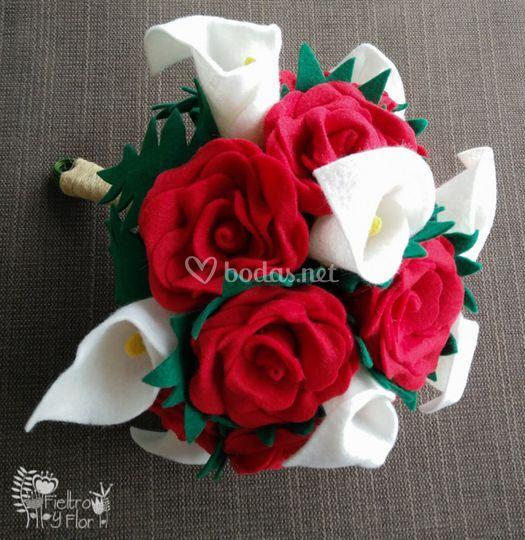 Rosas rojas y calas
