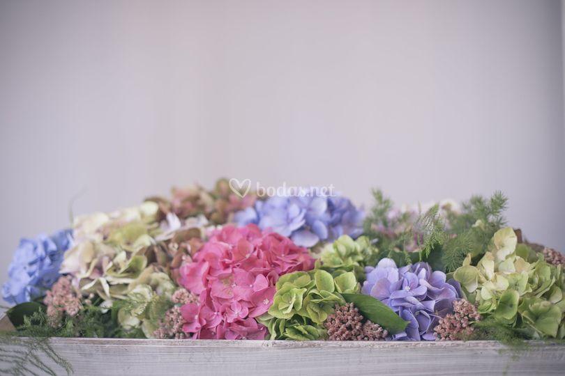 Centro mesa hortensias y sedum