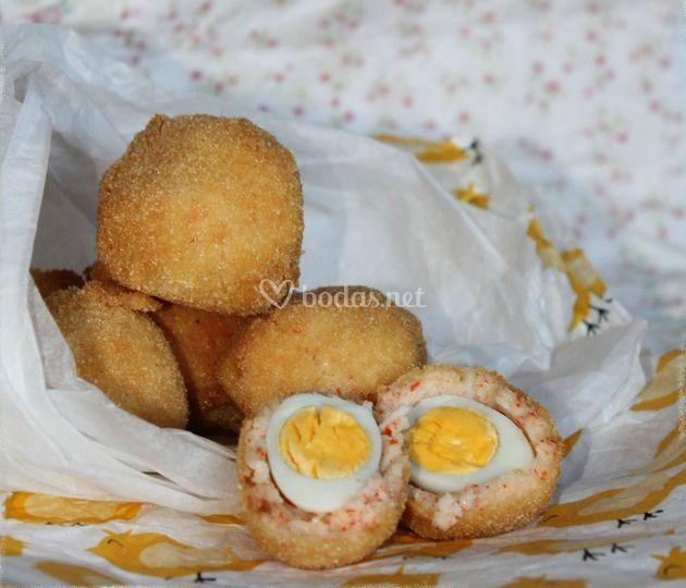 Mini Scotch eggs de cangrejo