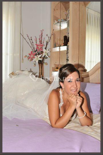 Novia posando en la cama
