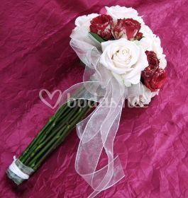 Ramo de rosas combinado
