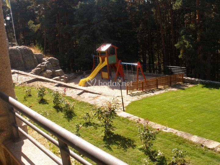 Zona infantil en jardín