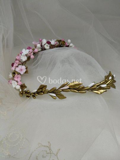 Corona flores porcelana fría