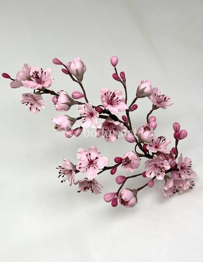 Tocado trasero-lateral de cerezo