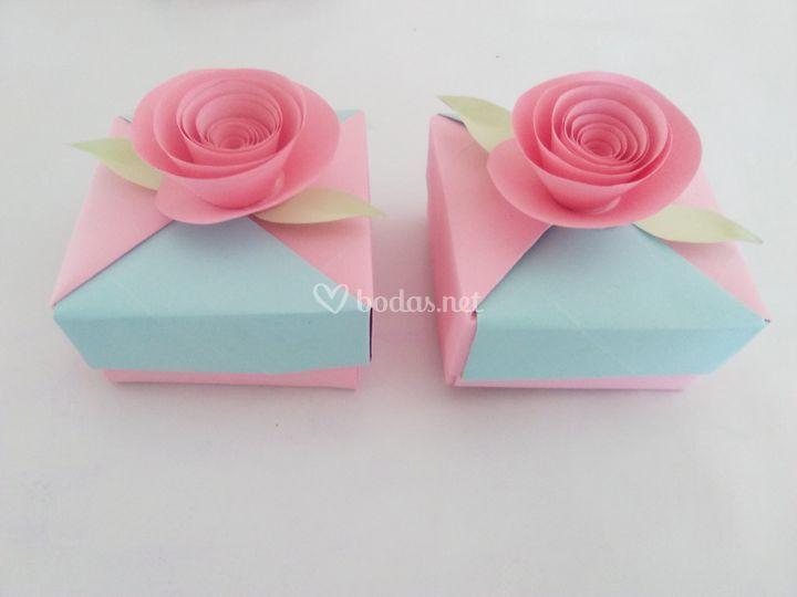 Cajitas con decoración de rosas