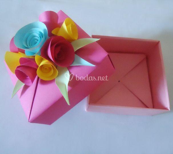 Cajita decorada con flores