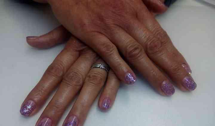 Decoración de uñas brillante
