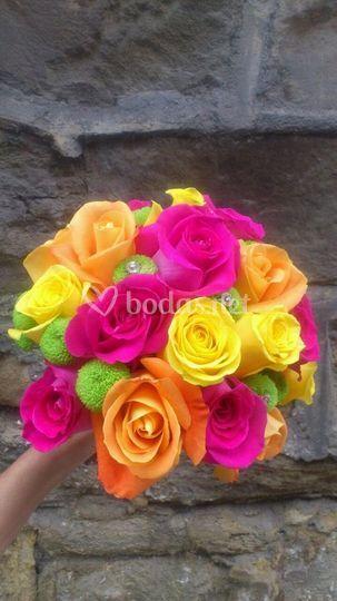 Ramo de rosas en diferentes colores