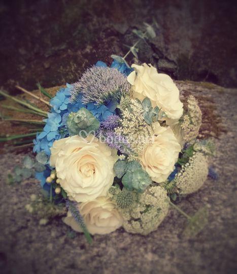 Ramo de novia azul y blanco
