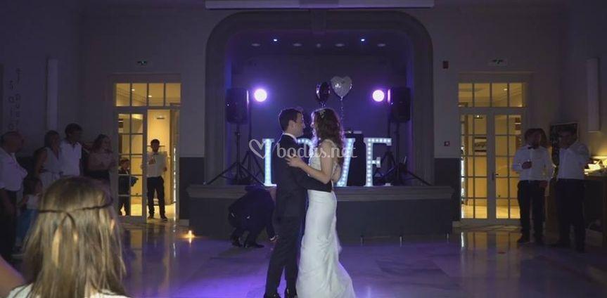 Baile de novios íntimo