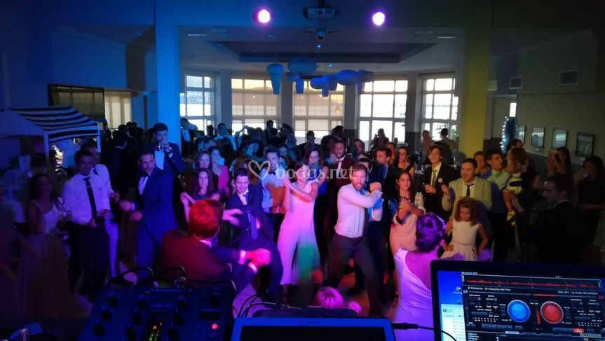 Baile con invitados
